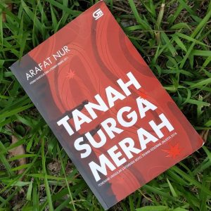 Official Cover Novel Tanah Surga Merah karya Arafat Nur
